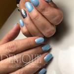 Julia Bila błękit czerwiec manicure hybrydowy